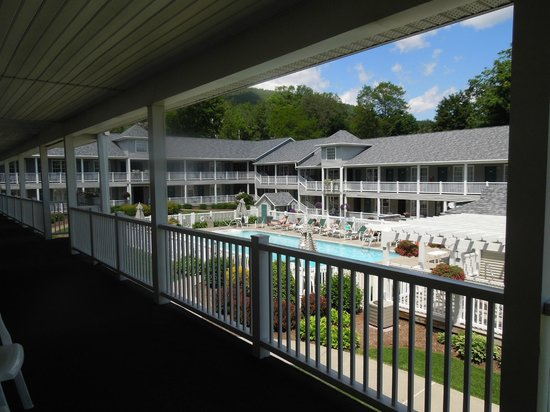 Quality Inn Lake George : View of the pool from our room