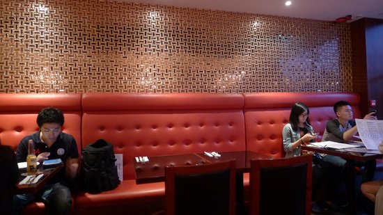 Stone's : Seating area