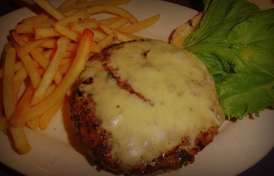 Harry Tuft's Publick House: Tufts Cheeseburger and Fries