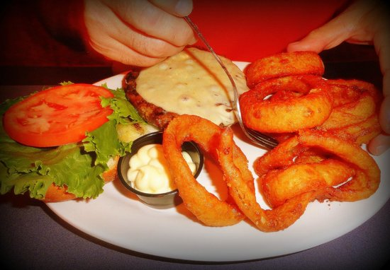 Harry Tuft's Publick House: Tufts Cheeseburger with provolone and onion rings