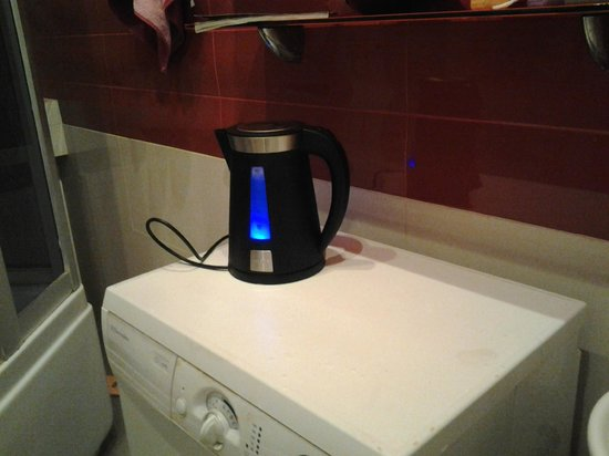 Artist Hostel on Chistye Prudy : kettle to heat water