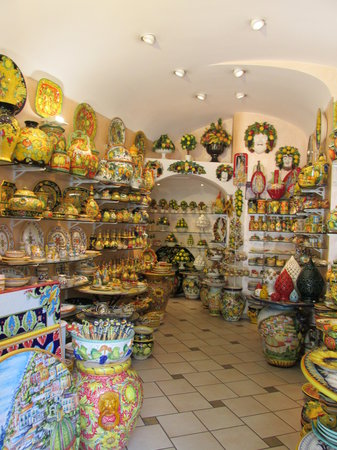 Enjoying Italy Private Tours: A Gorgeous pottery shop