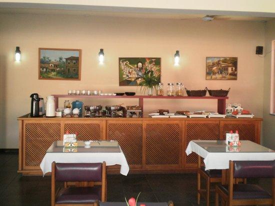 Taperapuan Praia Hotel : Sala de café