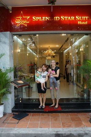 Splendid Star Suite Hotel: View of front of hotel with staff