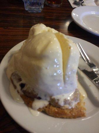 Solvang Restaurant : Olallieberry cobbler with ice cream