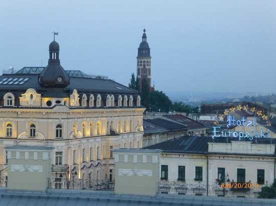 Andel's Hotel Cracow: Evening view from the room