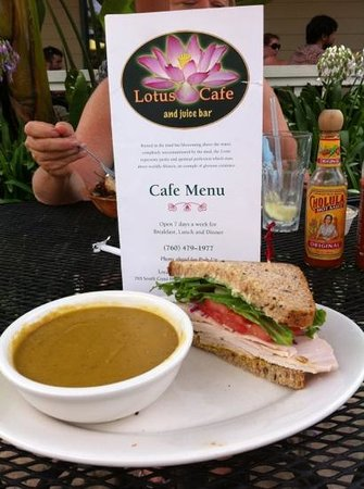 Lotus Cafe and Juice Bar : Soup and sandwich