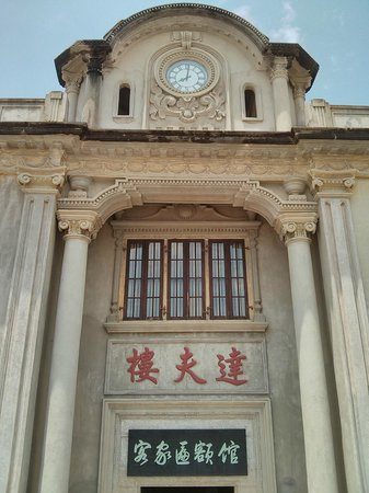 Meizhou, จีน: A building in the vicinity of the Hakka Museum.