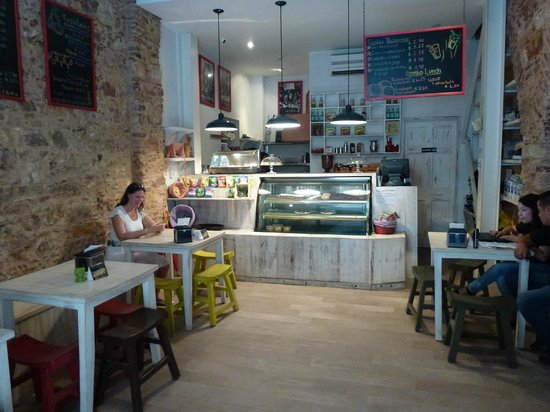 inside view of casa del horno cafe