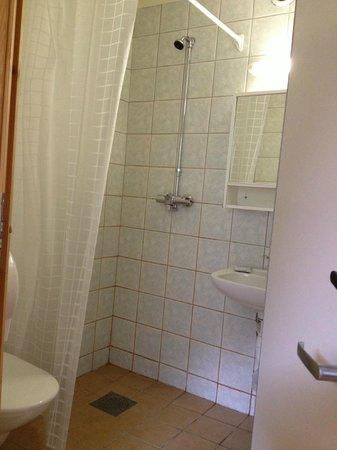 Stryn Hostel & Motel: Private bathroom