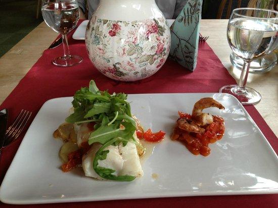 Stryn Hostel & Motel: Cod with potato gratin and tomato shrimp
