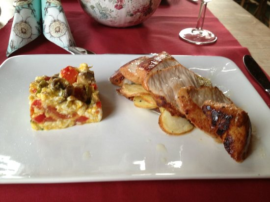 Stryn Hostel & Motel: Pork steak with loose omelet and peppers