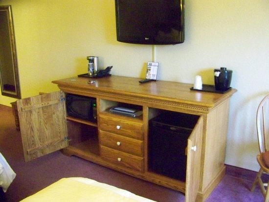 The Van Buren Hotel at Shipshewana: microwave, fridge & TV in solid oak cabinetry