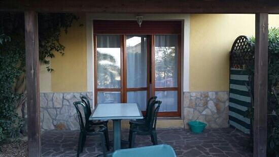 Residence il Mandorlo: portico