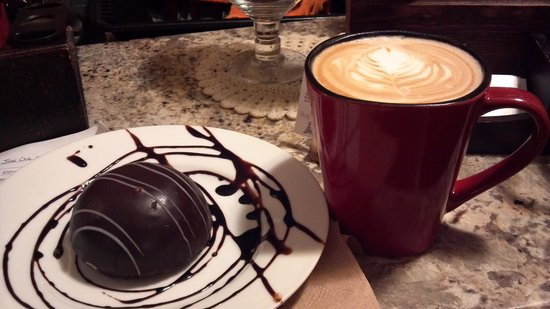 Vintage Paris Coffee and Wine Cafe: Napoleon and Tuxedo Bomb