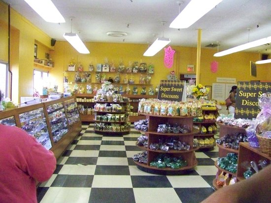 South Bend Chocolate Factory and Museum Tours: Candy Shop
