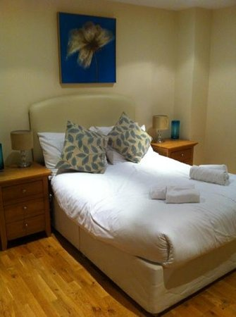 The Hub - City Apartments: bedroom of apartment 606