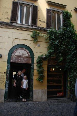 La Renella: Main entrance