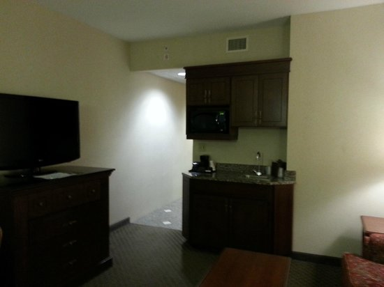 Drury Plaza Hotel St. Louis - Chesterfield: Wish there was more to the kitchenette