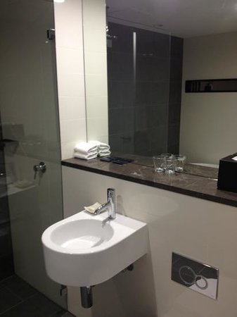 Ovolo 1888 Darling Harbour: King Deluxe - bathroom