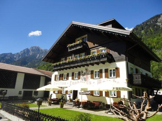 Walch's Camping & Landhaus : Ihre *** Frühstückspension im Klostertal am Arlberg