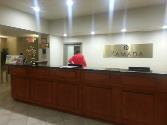 Ramada Marina: Front desk