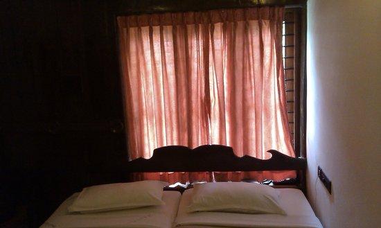 Akhil Beach Resort: beds