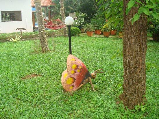 Akhil Beach Resort: garden