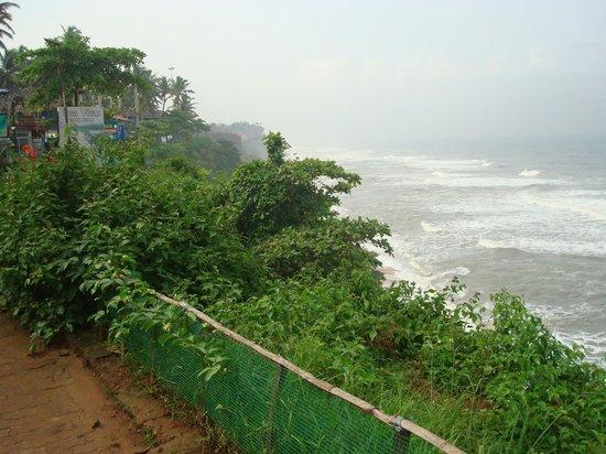 Akhil Beach Resort: sea view from edge of cliff