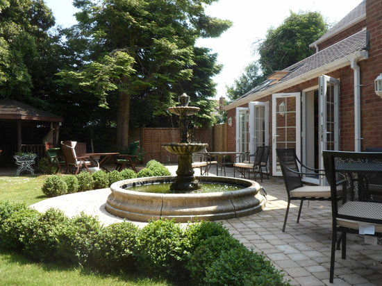 Berry House: Rear Patio where breakfast can be served