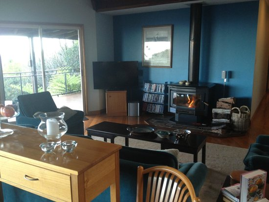 Braeside Bed & Breakfast : Upstairs lounge area with fireplace