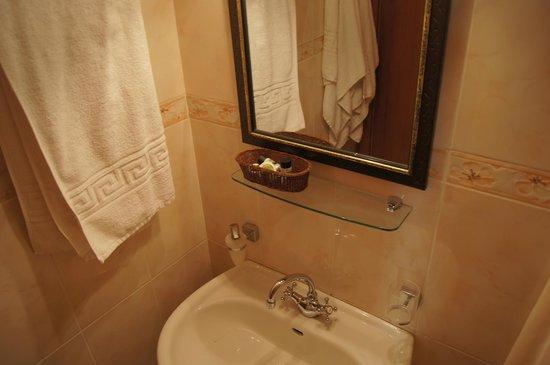 Hotel Corfu Secret: Ванная комната