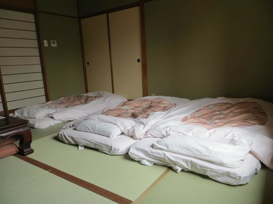 Yamatoya Honten: Futons were laid out each night. Western beds were in a separate room.