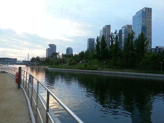 Orakai Songdo Park Hotel: Waterway with skyscrapers