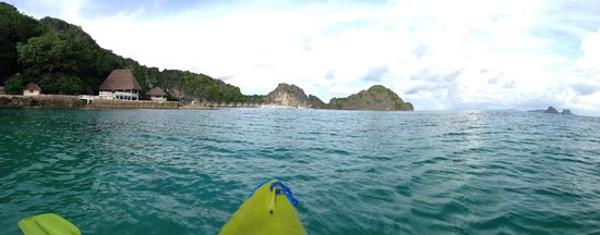 El Nido Resorts Apulit Island: kayaking on crystal clear water in house reef area
