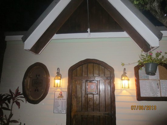 The Buzzard's Roost: Front of restaurant