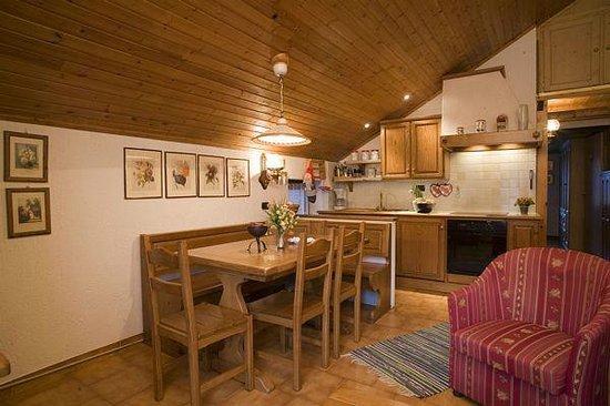 Soggiorno Ap. Piöda - Foto di Appartamenti Astra, Livigno - TripAdvisor