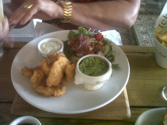 The Stirrup Cup: Fish goujons with mushy peas and fries