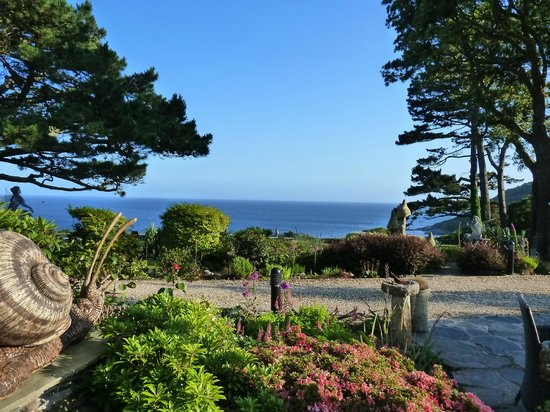Talland Bay Hotel: View from our bedroom window across the gardens to the sea