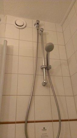 Hampshire Hotel - City Groningen: shower