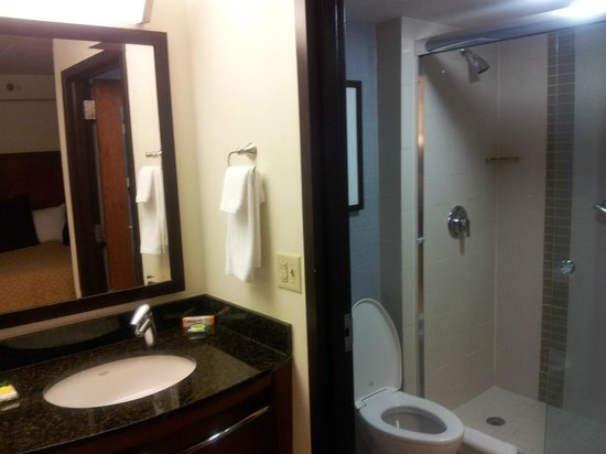 Hyatt Place Mystic: Bathroom