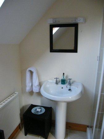 Serenity Country Escape B&B: spotless clean bathroom