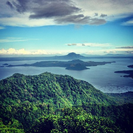 Taal Vista Hotel: view of taal volcano outside the hotel