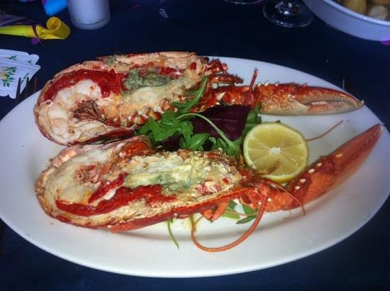 Murrays Seafood Restaurant: whole hot lobster with garlic butter