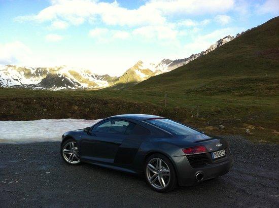 Passo dello Stelvio: Top of the Pass where it's a crisp 5C