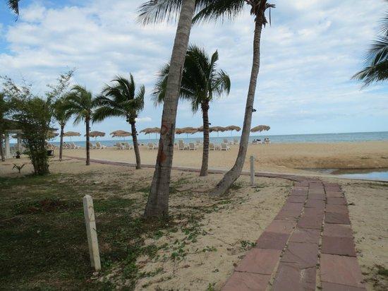 Zara Beach Resort: Weg zum Restaurant und Meer