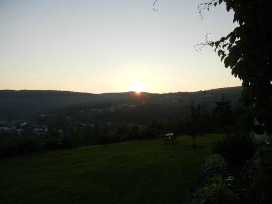 Cliffside Suites: Sunset
