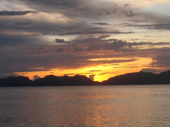 Secret Lagoon Beach: tramonto a palawan