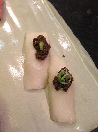 Kabuki: Niguiri de pez mantequilla con trufa