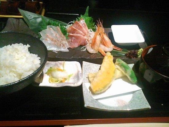 Notowajima: 刺身定食(1000円)